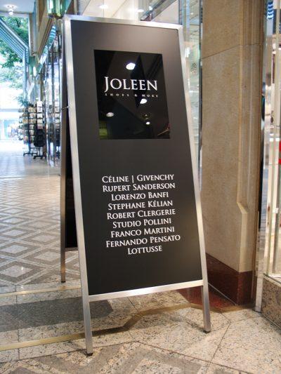 Joleen Shoes & more Foto vom Kundenstopper vor dem Laden in der Kurfürstenpassage in Mannheim